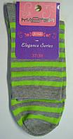 Женские высокие носки в салатовую полоску серого цвета