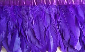 Перьевая тесьма из гусиных перьев .Цвет фиолетовый.Цена за 0,5м