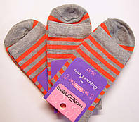 Женские высокие носки в морковную полоску серого цвета
