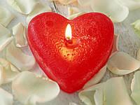 Свеча в форме сердца с логотипом