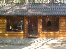Утепление деревянной беседки прозрачными мягкими окнами окнами