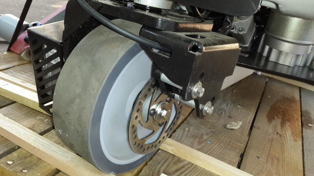 переднее колесо с о стояночным тормозом