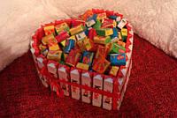 """Сердце из конфет и жевательной резинки""""Love is"""""""