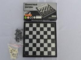 Шахматы магнитные малые , размер в сложеном положении 9,5*19см