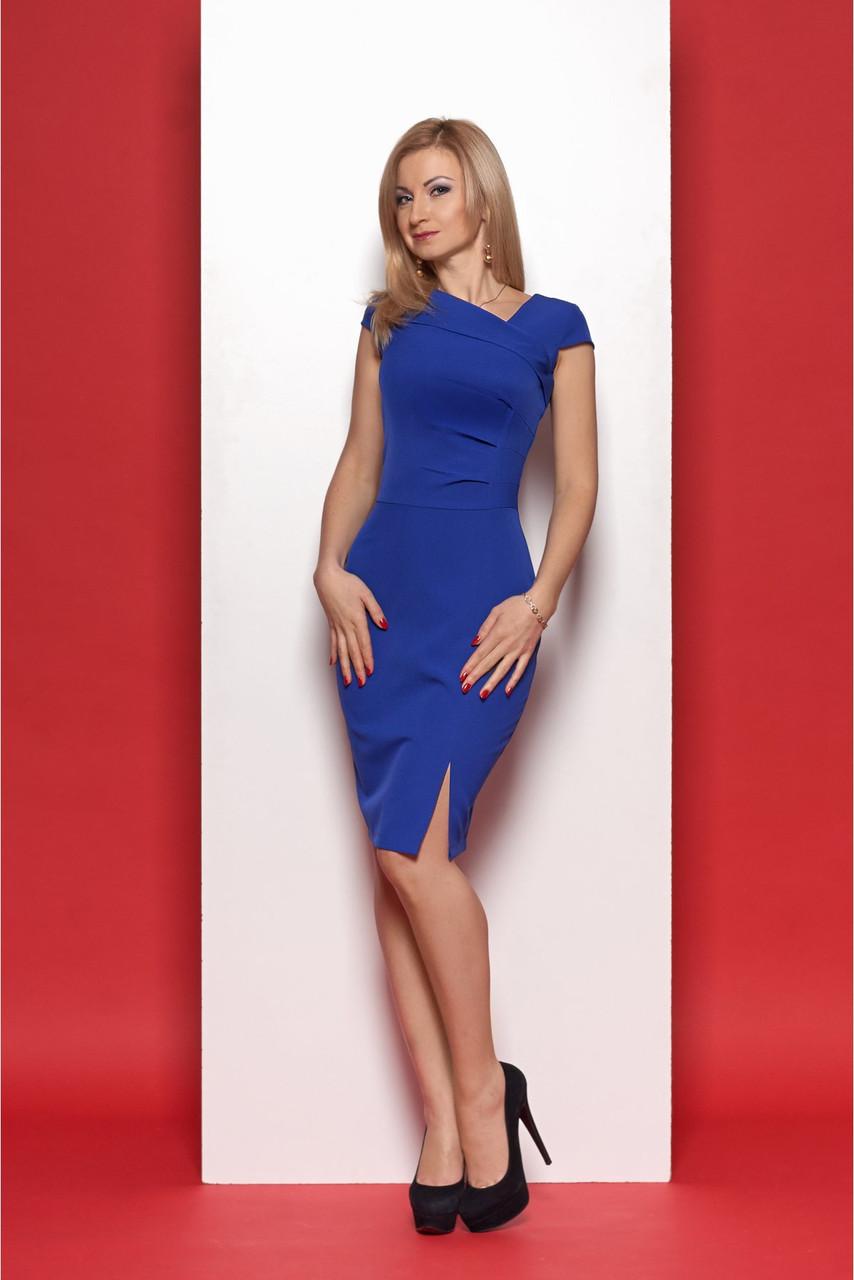 Класическое платье из костюмного крепа цвета электрик
