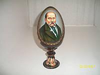 Яйцо деревянное на подставке Т. Шевченко
