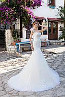 """Изысканное свадебное платье силуэта """"Русалка"""", украшенное вышивкой ручной роботы бисером"""
