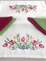 """Комплект подарунковий """"Тюльпани"""" білий(столешня 60*110см, серветка 35*35 - 4шт)"""