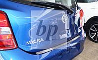 Защитная хром накладка на задний бампер (планка без загиба) Nissan Micra IV 5D (ниссан микра 2010+) хетчбек