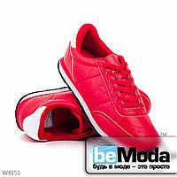 Привлекательные мужские кроссовки red из экокожим на плоской подошве без лишних декоративных детелей красные