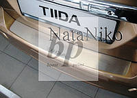 Защитная хром накладка на задний бампер (планка без загиба) Nissan Tiida 5D (ниссан тиида 2007+) хетчбек