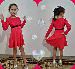 Приталенное платье декорировано гипюром с бантом с камнем, фото 2
