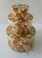 Круглая подарочная коробка ручной работы в осеннем стиле с жёлудями и бантиком