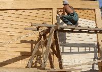 Покраска стен деревянных домов