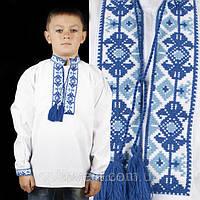 Вишиваночка для хлопчика з голубим орнаментом