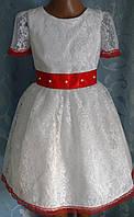 Нарядное детское платье из гипюра с красным кружевом