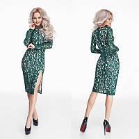 Красивое зеленое гипюровое платье миди с разрезом.