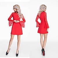 Красивое короткое красное креповое платье с гипюровыми рукавами.
