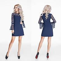 Красивое короткое темно-синее креповое платье с гипюровыми рукавами.