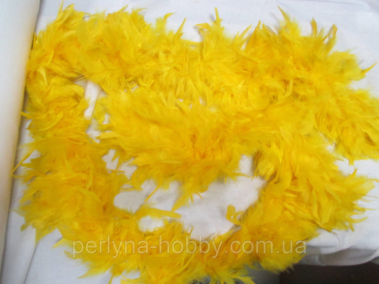 Боа 1,8 м 70 грамм жовтий гарячий. Боа карнавальное перьевое