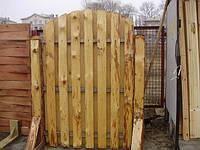 На фото: заборная секция. Материал изготовления - горбыль.