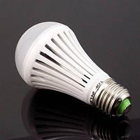 Экономная лампочка LED 7W