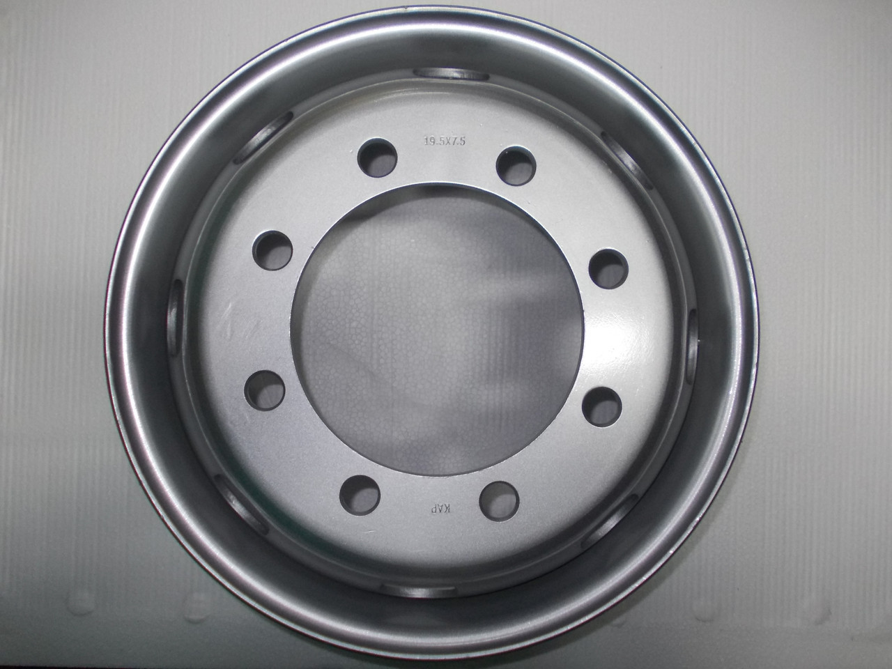 Диски новые грузовые: R19.5xj 7.5 ET 142 DIA 221 PCD(8x275)