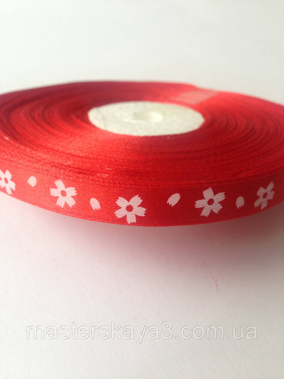 Лента атласная красная с крупными цветами 1 см