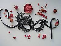 Кружевная маска Феникс выполнена из твердого кружева