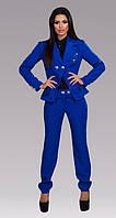 Универсальный женский брючный костюм с жакетом прямого фасона на пуговицах габардин