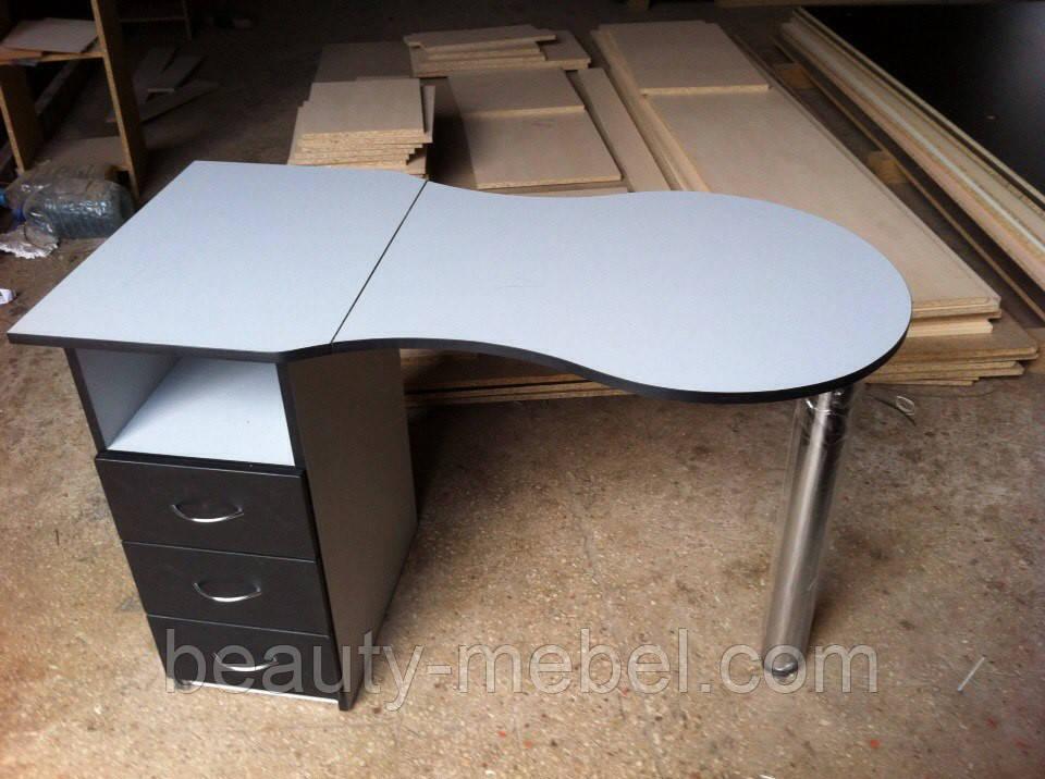 Маникюрный стол  стандартной формы