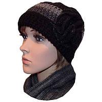 Женская вязаная шапка (утепленный вариант) объемной ручной вязки с цветком, комбинированной расцветки