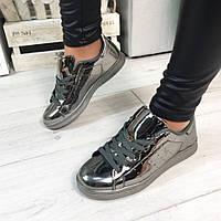Женские серебристые лаковые кроссовки