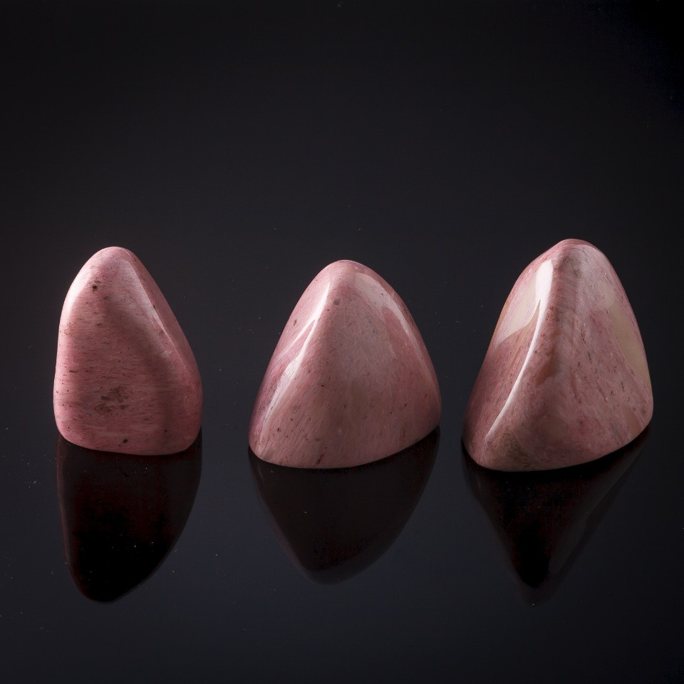 """Камень натур. Родонит розовый Сувенир, цена за 100 грамм - Бижутерия оптом - """"Изида"""" в Одессе"""