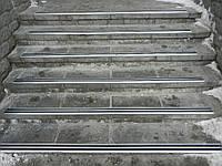 Угловой профиль на ступени противоскользащий 795 мм
