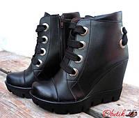 Женские ботинки на танкетке демисезонные из кожи и замши Uk0402