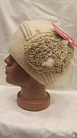 Женская шапка из ангоры с цветами сбоку Ассиметрия   бежевая