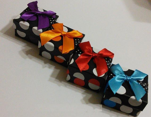 Подарочные пакеты и упаковки