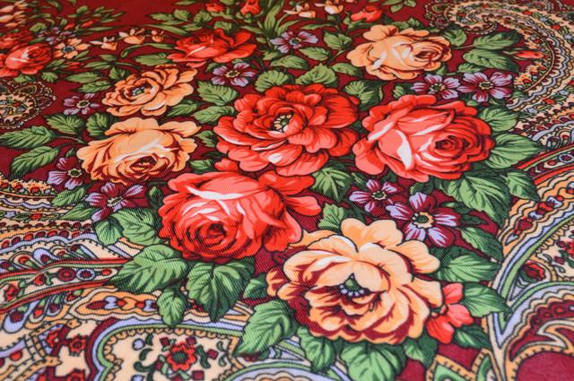 Платок с народным орнаментом бордовый 140*140 3
