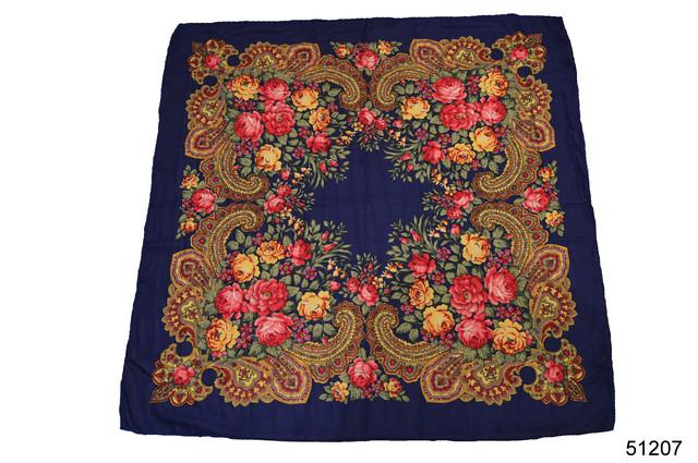 Платок с народным орнаментом синий 140*140 2