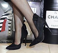 Замшевые туфли лодочки черного цвета с бантом на пяточке