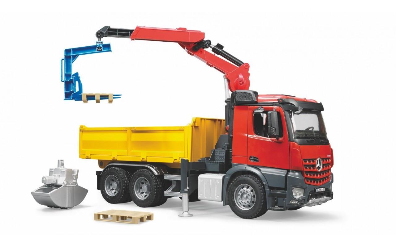 Игрушечный грузовик с краном и дополнительными аксессуарами Mercedes Benz Arocs Bruder 03651 - Babyton - интернет магазин игрушек и товаров для детей в Киеве