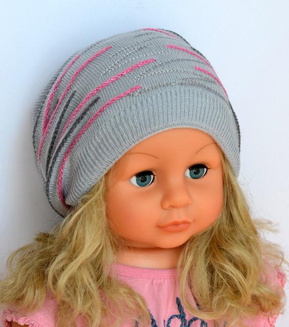 Весенняя шапочка для девочки со стразами