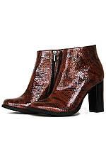 Ботинки из лаковой кожи