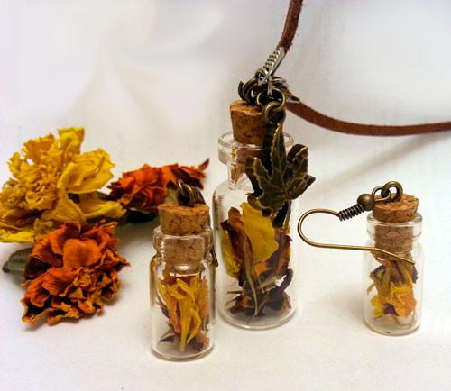 Набор бижутерии из бутылочек: подвеска и серьги