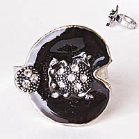 Кольцо без р-р  черная лилия эмаль страза