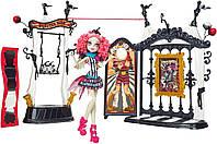 Monster High Рошель Гойл с плейсетом Freak du Chic Circus Scaregrounds and Rochelle Goyle Doll Playset