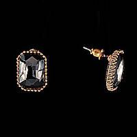Серьги-пусеты с крупными прямоугольными темными стразами в оправе золотого цвета,15*10мм