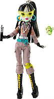 Monster High Эксклюзивная кукла 2016 года Фрэнки Штейн Охотник за приведениями Ghostbusters Frankie Stein 2016 SDCC Exclusive Doll
