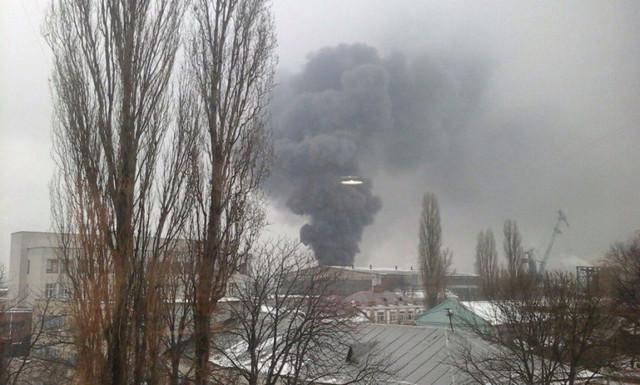 Масштабный пожар: горит склад горюче-смазочных материалов